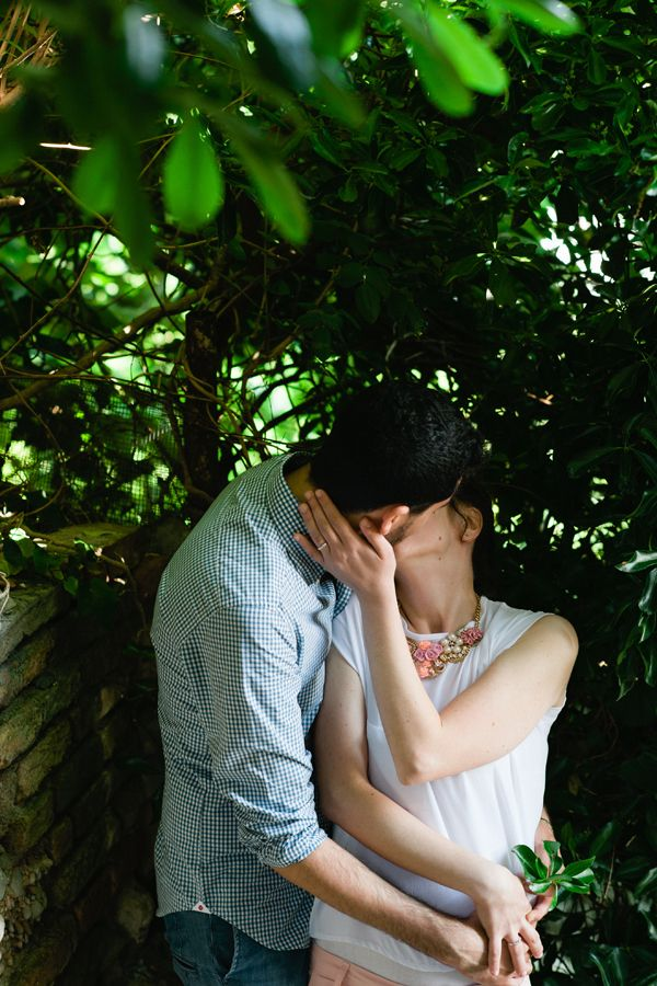 Engagement under the tree | kiss | Barbara di Cretico photography