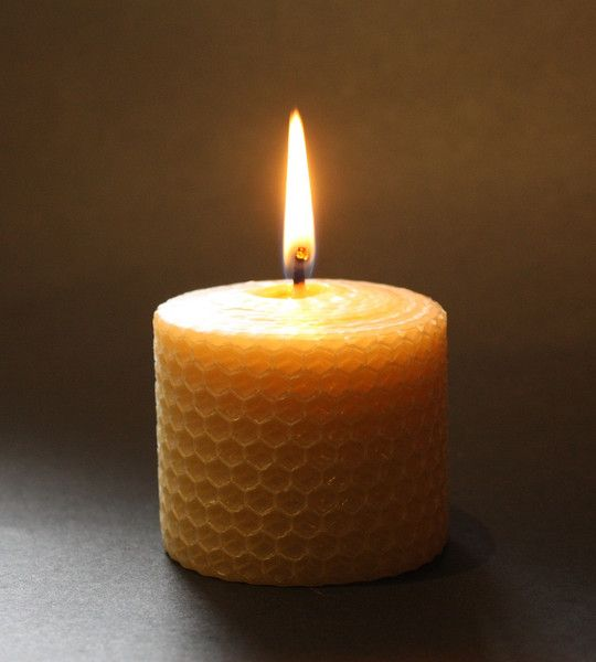 """Beeswax """"Cosy"""" honeycomb candle set. (5.5 x 5cm)"""