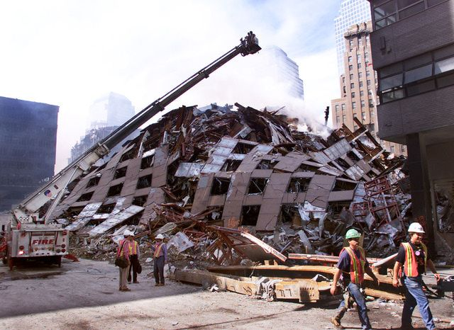 9-11 Photos: Attack on the World Trade Center: Seven Hours Later: WTC Building 7 Collapses