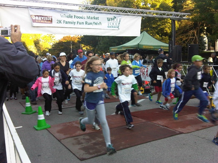 Oakville Half Marathon 2K Whole Foods Market Family Fun Run/Walk participants on the loose!