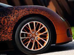 In occasione di Art Basel Miami, lo scultore francese Bernar Venet, scoperto da Marcel Duchamp, omaggia la casa automobilista Bugatti con una Limited edition insolita.