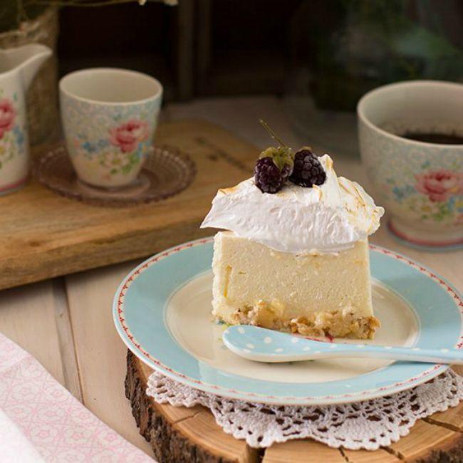 Delicioso merengue cremoso con limón y base crujiente de merengue y almendrashttps://goo.gl/nNrHgf