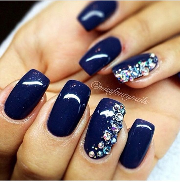 White And Blue Nail Ideas For Prom: Navy Blue With A Sparkle Of Side Glam