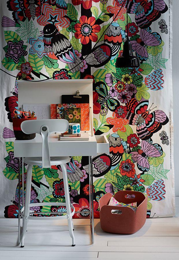 Marimekko print with Pom´s desk / Anna Aromaa, Glorian Koti 12/13. Photo Anna Huovinen.