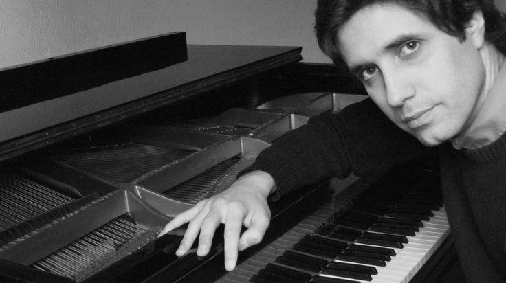 Sergio Massardo, Piano Clásico Comenzó sus lecciones de piano a los nueve años con la maestra Vivien Wurman, con quien continuó estudiando por varios años. En 2004 se graduó en el Instituto Profesional Escuela Moderna de Música, y luego continuó sus estudios en la Indiana University Jacobs School of Music bajo la tutela de Reiko Neriki, completando un Master en Música. Ganador de variados concursos internacionales.