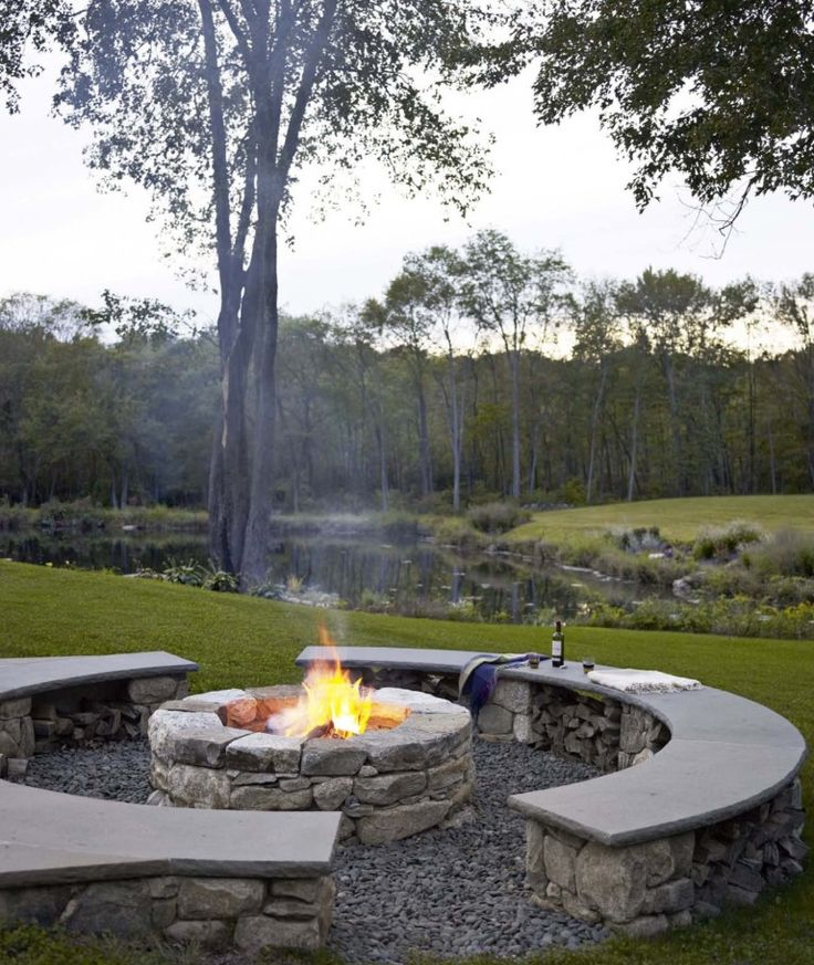 Fire pit with built in benches. Love this idea. Reminds me of my 17th birthday. A few girlfriends and I had a bonfire in the backyard. Someday would love to have thus pit for my children to make memories.