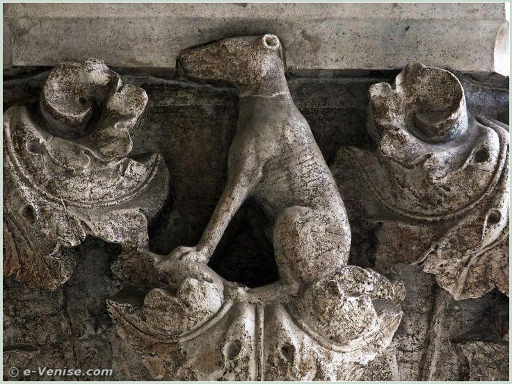 14e chapiteau du Palais des Doges : à noter, comme pour le chien qui portait un collier, que le chien choisi ici est à poils ras, par opposition au chien sans collier aux poils indisciplinés