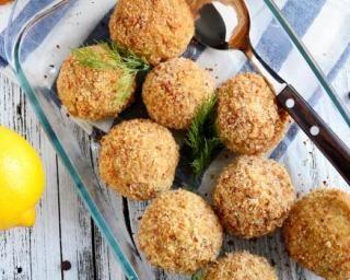 Croquettes panées légères aux restes de cabillaud cuit : http://www.fourchette-et-bikini.fr/recettes/recettes-minceur/croquettes-panees-legeres-aux-restes-de-cabillaud-cuit.html