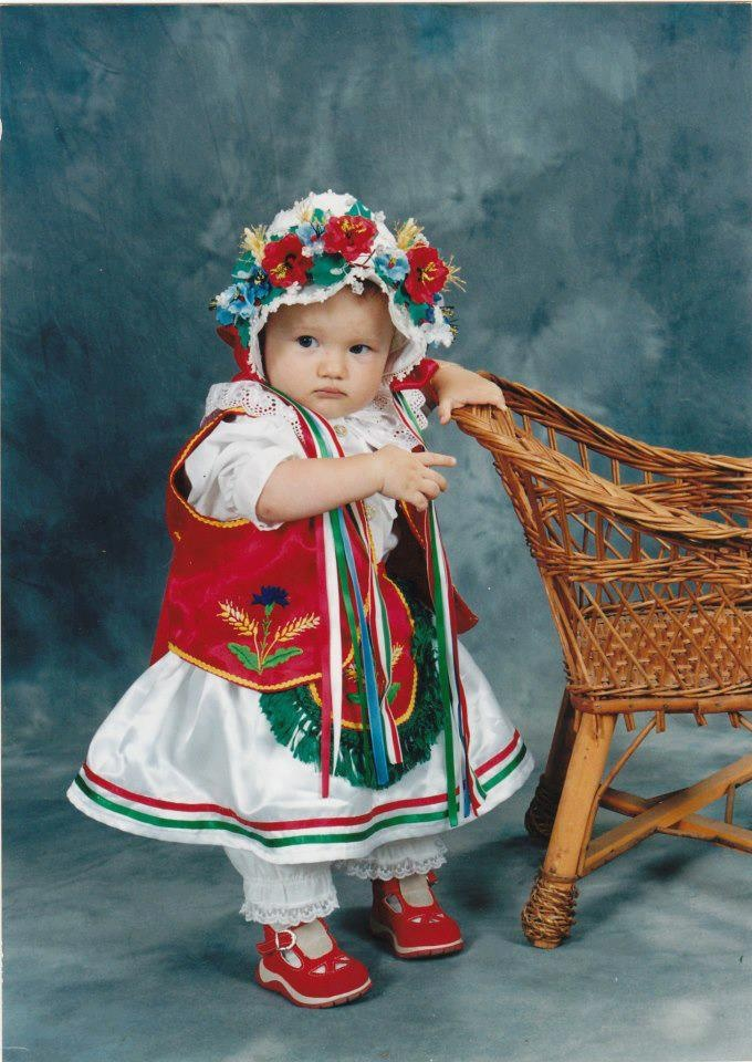 Hungarian traditional wearing. So sweet. :))