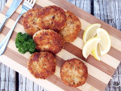 If you have some leftover salmon and mashed potatoes this is the best recipe you can make out of it, Salmon and potato cakes.