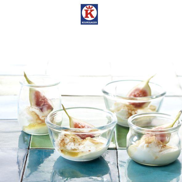 Griekse yoghurt met noten en verse vijgen. Een simpel en snel, maar prachtig dessert!