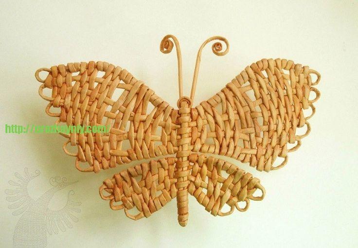 Бабочка из газетных трубочек
