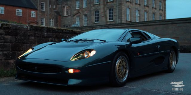 The Jaguar Xj220 Deserves All The Love And Care With Images Jaguar Xj220 Jaguar Jaguar Car