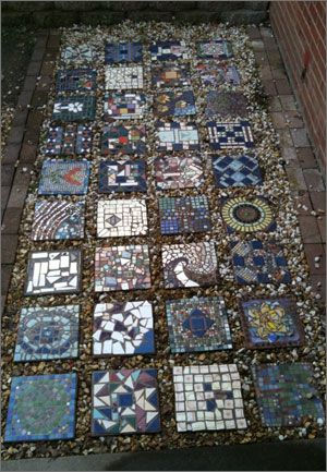 mosaic garden stones - Oh my - I could see having EVERYONE in the family make a stone to go in the garden!   : )