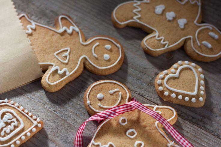 { Calendrier de l'Avent des blogueuses : 14 décembre } Lorsque je fais ces biscuits, mon âme d'enfant refait surface. J'adore laisser libre cours à mon imagination pour décorer ces petits bonhommes...