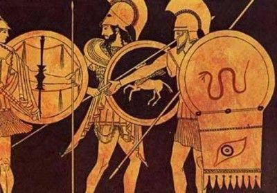 Αρχαίοι Έλληνες οπλίτες. Η πανοπλία, βάρους 32 κιλών, θα αποτελούσε μεγάλο πρόβλημα για την πορεία των Μαραθωνομάχων.