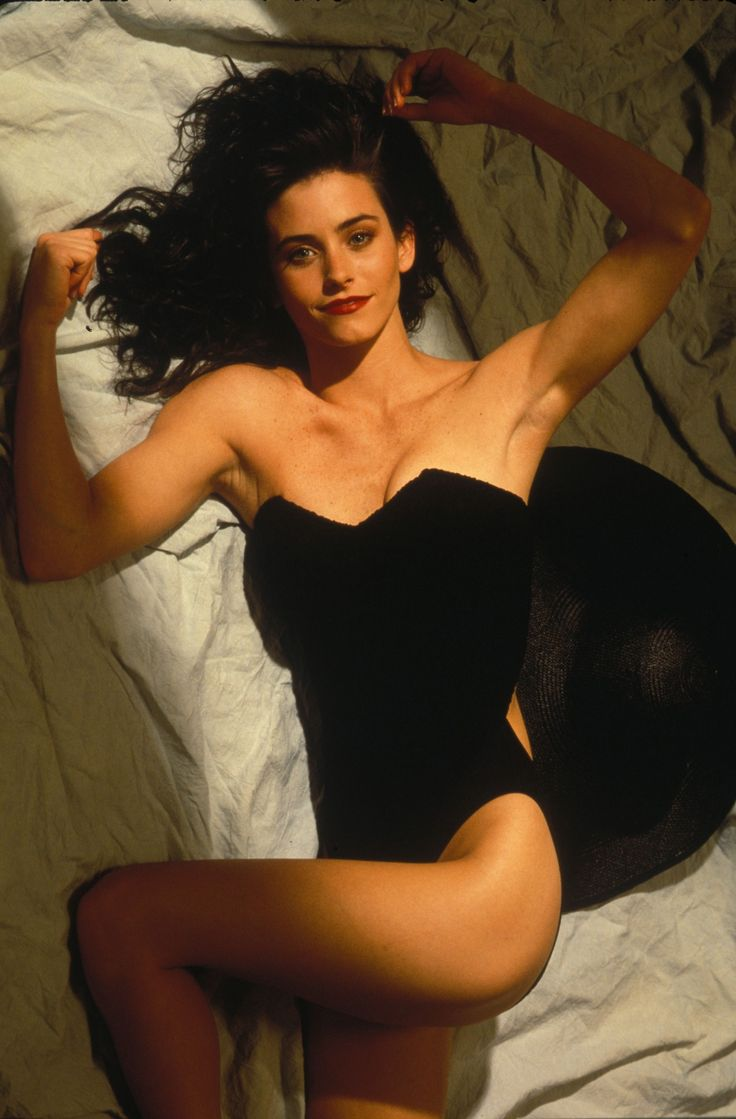 courtney cox in shorts