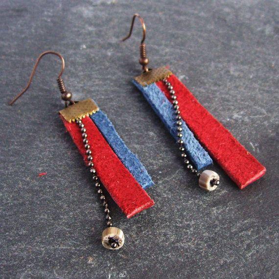 Boucles d'oreilles Cheyenne cuir rouge et bleu fumée par BOUCLELLA