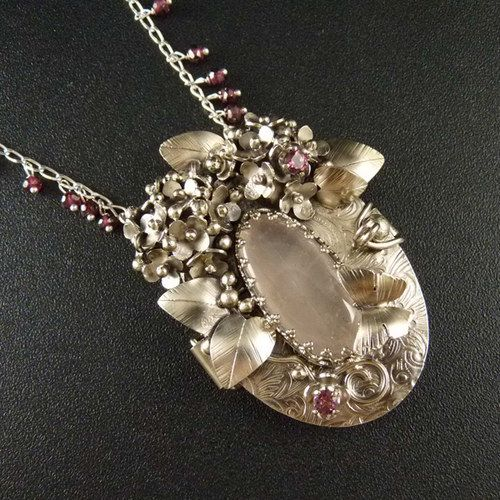 Otevírací medailonek s hortenziemi..