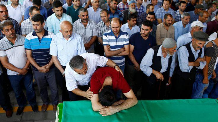 In beeld: verslagenheid na bloedbad bij Turkse bruiloft | NOS