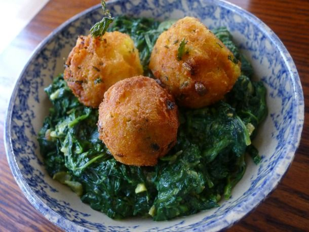 Mmmmmm, spiced potato balls.: Vegetarian S Spinach, Food, Spinach Saag, Recipes, Potatoes, Occasional Vegetarian S, Spiced Potato