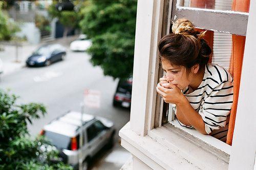 apt life.Ombre Hair, Stripes Shirts, Black White, Classic White, Blue Stripes, Cities Life, Cities Living, Windows View, Apartments Life
