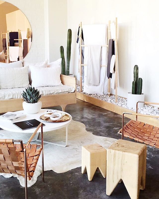 Day 2 of intagram takeover for @parachutehome head to their account to see some of my favorite spots in Venice >> this is their beautiful showroom designed by @scotthorne