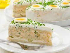Eine pikante Sandwhich-Torte ist einfach vorzubereiten und perfekt für jede Party. Das Rezept gibt es hier http://www.ichkoche.at/pikante-sandwichtorte-rezept-10527 (yummy snacks eggs)