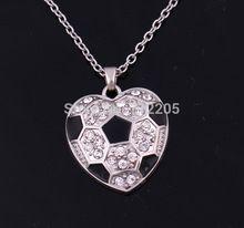 La moda de nueva llegada 10 unids rodio tachonado con cristales brillantes fútbol corazón collar de cadena pendiente(China (Mainland))