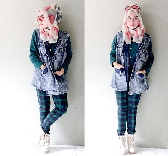 street-hijab-fashion:  Greedy Jeans and Greeny Tartan (by Qonitah Al-Jundiah)