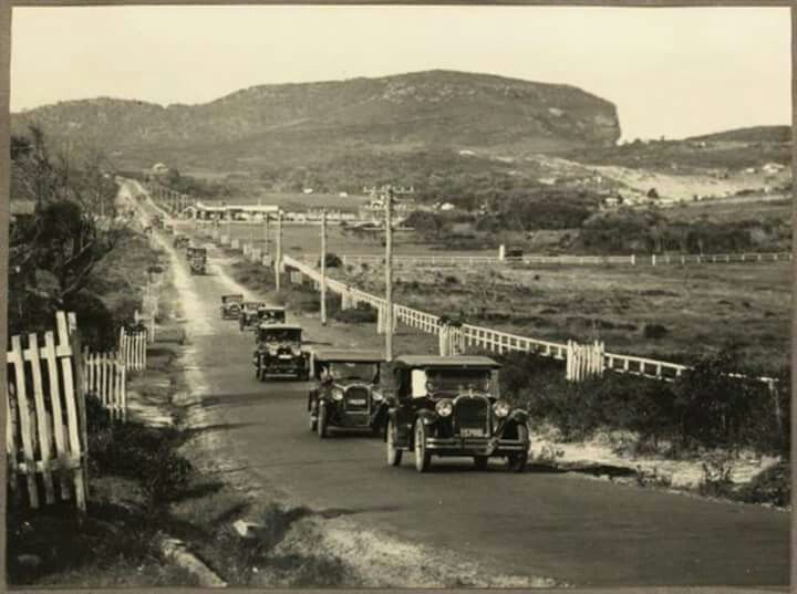 Cars driving on a road in Avalon,on the Northern Beaches of Sydney in 1930.Photo from Pittwater Online News.A♥W