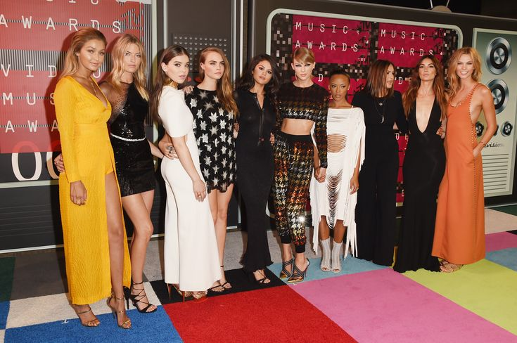 All the Crazy Fashion Moments From The VMAs Red Carpet  - Cosmopolitan.com