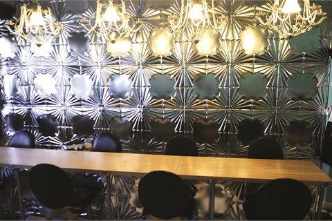 Salon owner castle searcy describes tootsies decor as for Salon new york deco