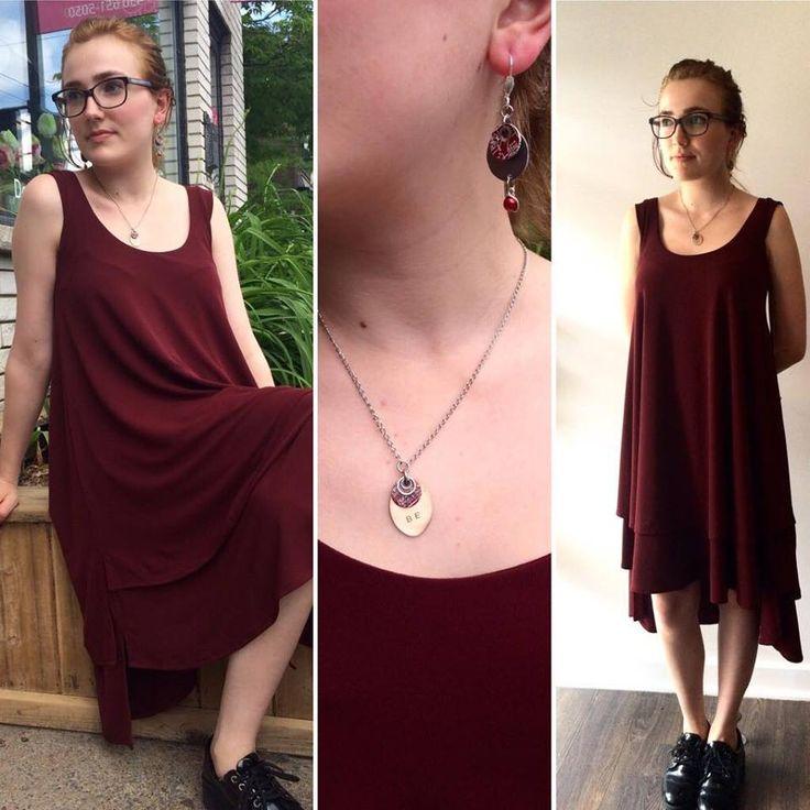 Une robe polyvalente et confortable, par Pascale Viau, comme on les aime♥  Bijoux par Bijoutia