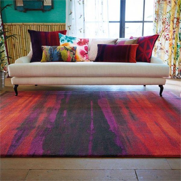 Dywan w malarskie pasy świetnie przykuwa wzrok, jako ozdoba w salonie. Idealny wzór dla ludzi z duszą artysty.