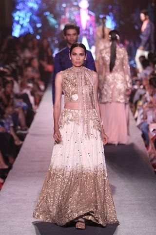 Manish Malhotra. LFW S/R 15'. Indian Couture.