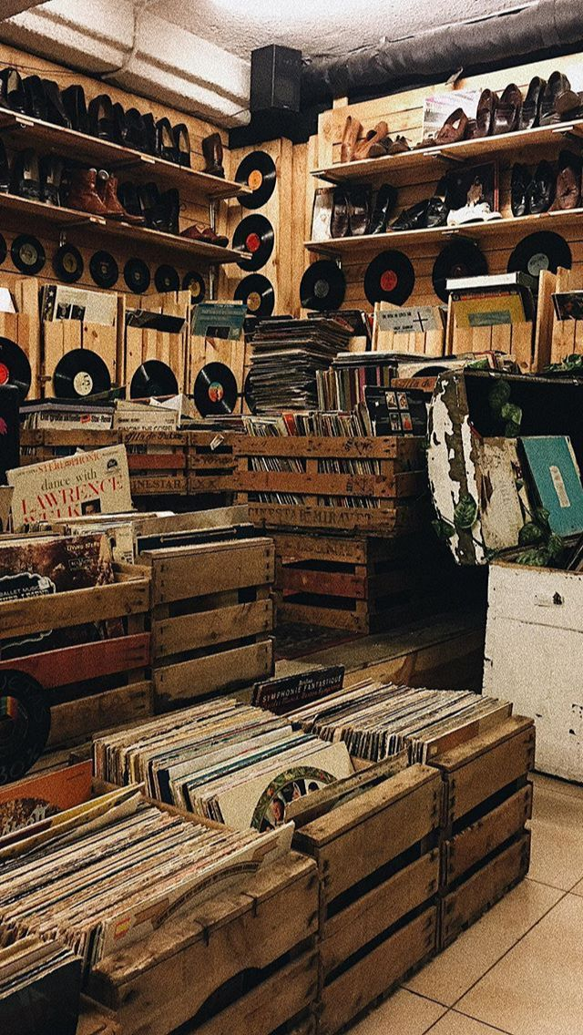 Vintage Records Shop In 2020 Wallpapers Vintage Music Aesthetic Aesthetic Vintage