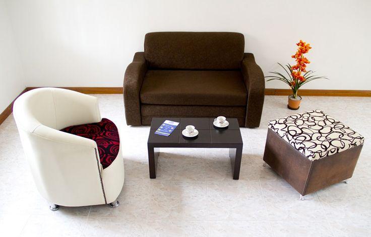 Sofa Cama Suizo de 1,30 * 0,80, este estilo puede ir en la sala acompañado de sillas o puf, con mesa de centro, se puede jugar con los colores - Mesa de centro Nova $ 99.000
