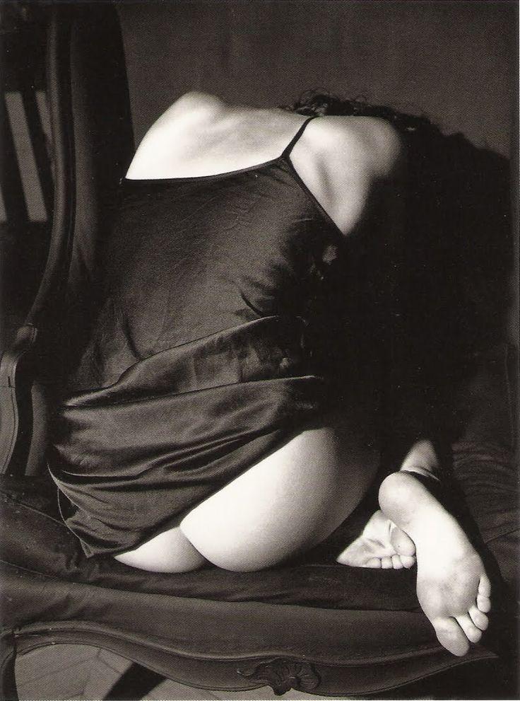 Bettina Rheims - Claudya roulée dans un fauteuil. Paris. 1987