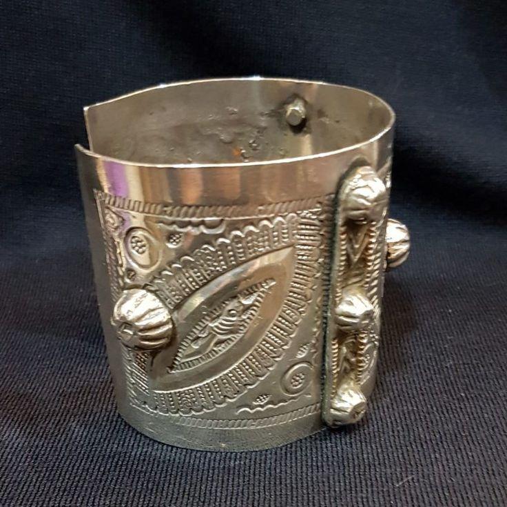 Pulsera / brazalete plata repujada Egipcia, c.1907