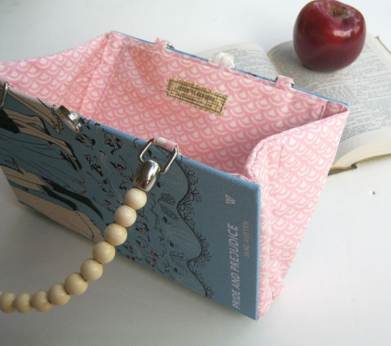 purse from a book - this one is easier than the one I am HALF WAY through making. Grrr.