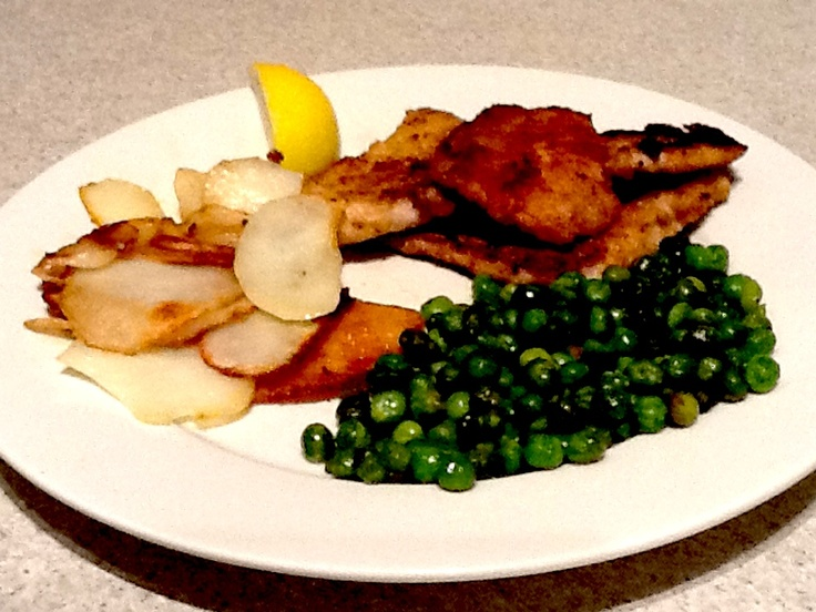 Chicken in Breadcrumbs with Sauté Potatoes & Peas