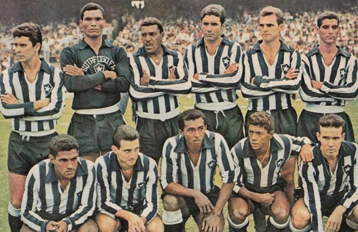 Time do Botafogo campeão carioca de 1962.  Com 4 jogadores campeões do mundo pela seleção brasileira na Copa de 62, o Botafogo foi Campeão Carioca em cima do Flamengo, após vitória por 3 a 0. Garrinha foi o destaque da partida, com 2 gols.    Em pé: Paulistinha, Manga, Nadir,Nilton Santos, Airton e Rildo; Agachados: Garrincha, Edson, Quarentinha, Amarildo e Zagallo