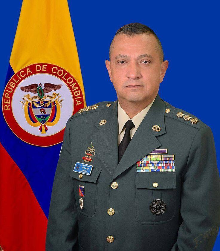 HOJA DE VIDA NUEVO JEFE ESTADO MAYOR CONJUNTO FF.MM  El señor Mayor General Juan Carlos Salazar Salazar asume como nuevo Jefe de Estado Mayor Conjunto de las Fuerzas Militares.  Ingresó a la Escuela Militar de Cadetes General José María Córdova en febrero de 1978 y se graduó como subteniente en diciembre de 1981.  Entre los últimos cargos desempeñados se encuentran:  OficialdeOperacionesdelaBrigada MóvilNo.2Segundocomandantedel BatallóndeServiciosNo.19 Comandante de la Fuerza de Tarea…