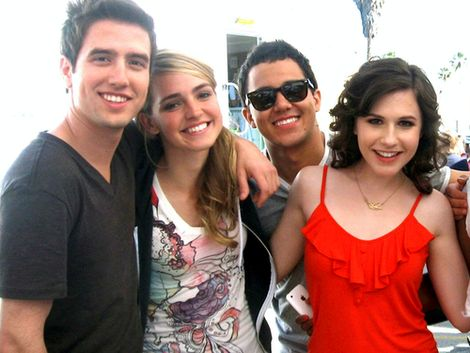 Logan Henderson, Katelyn Tarver, Carlos Pena & Erin Sanders aka logan, carlos, jo and camile. Love these people too mucb