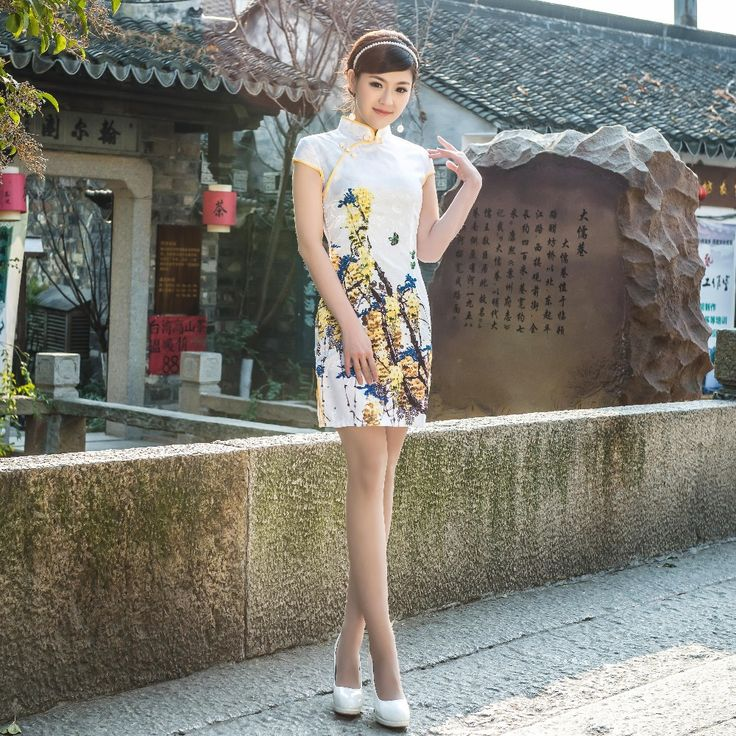 Pas cher Blanc et jaune chinois traditionnel Tang costume à manches courtes  femmes robe chinoise cheongsam