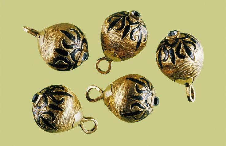 Buttons of a traditional dress of Polish noblemen (żupan) belonging to Stanisław Piwo of Prawdzie coat of arms by Anonymous from Poland, second quarter of the 17th century,Muzeum Okręgowe w Toruniu
