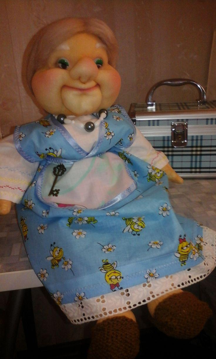 Бабушка-бегегиня с ключиком,будет оберегать дом и хранить в нем любовь.