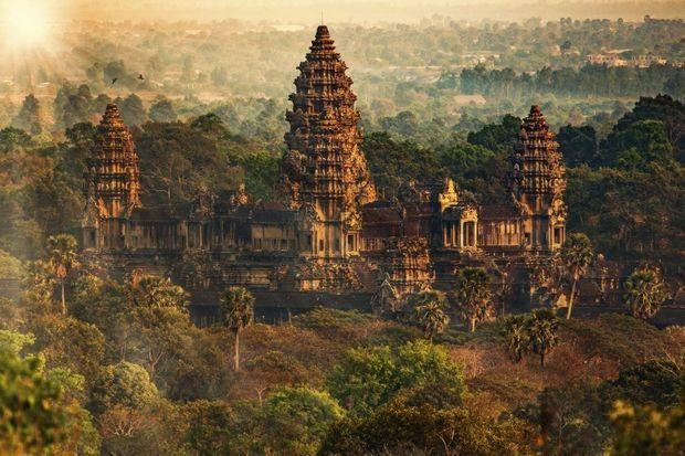 Angkor Wat is zowat het mooiste tempelcomplex van Zuidoost-Azië. Maar Cambodja is ook een heerlijke mix van inspirerende tempels, een charmante bevolking en een oogverblindende natuur. Deze plaatsen moeten in ieder geval op je 'to see'-lijstje staan.