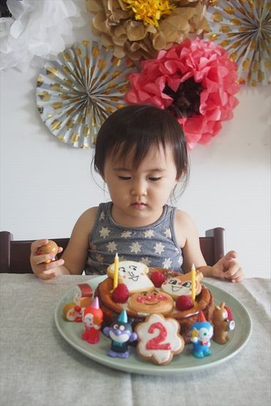 アンパンマンいっぱいのかわいい2歳のお誕生日プレート!